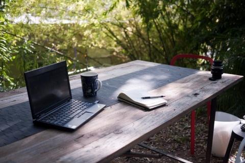 simple_desk